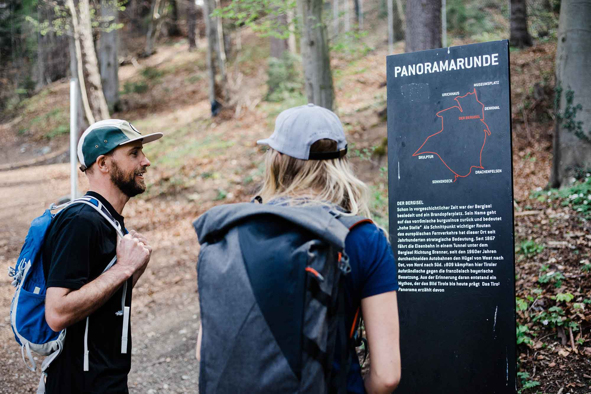 A man and woman look at the trail map for the Sillschulucht Gorge in Innsbruck, Austria